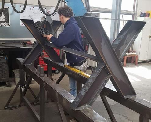 besto-groep-personeel-bezig-met-maatwerk-staalconstructie